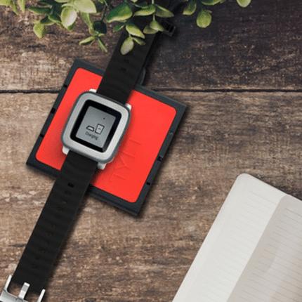 Pulsmesser und Wireless Charging für Pebble Smartwatches