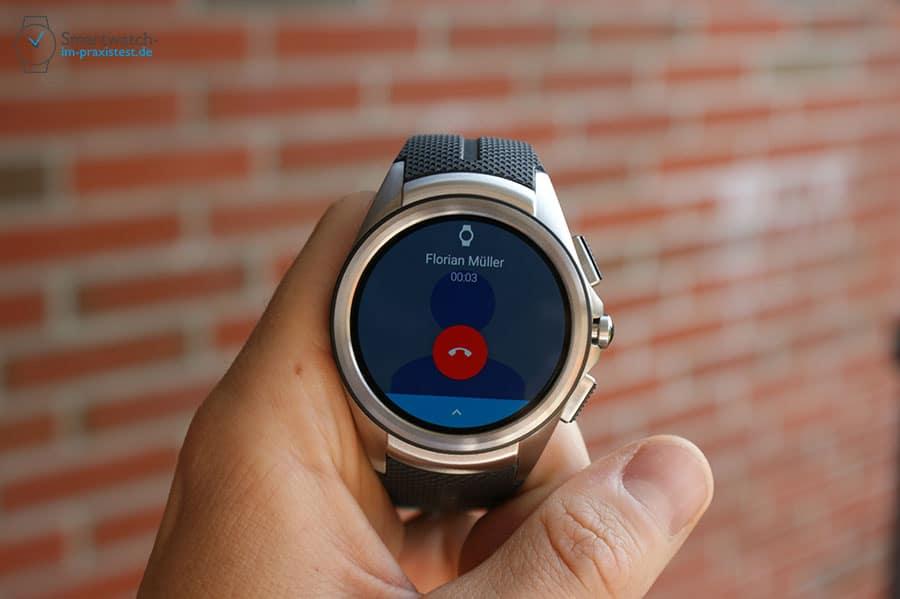 Auf dem Display der Smartwatch wird die Gesprächsdauer angezeigt