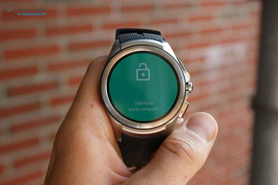Die LG Watch Urbane 2nd Edition 3G bestätigt eine richtige SIM-PIN Eingabe und aktiviert das Mobilfunkmodul